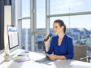 csm_lfh3500_philips-speechmike-dictation-microphone_female-lawyer-at-desk_3620_c33001eb55